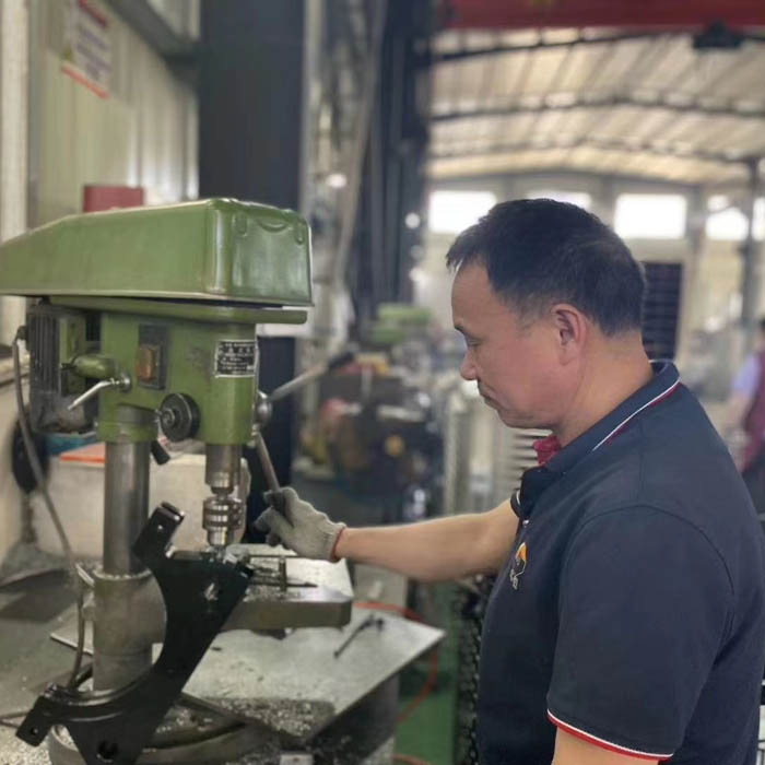 Zhouxu ,Machining centre operator